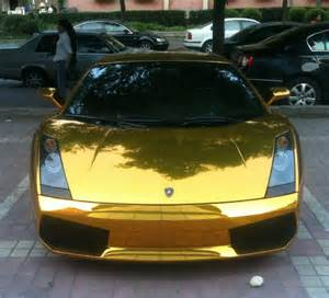golden lamborghini doesn t want to live crashes to ease