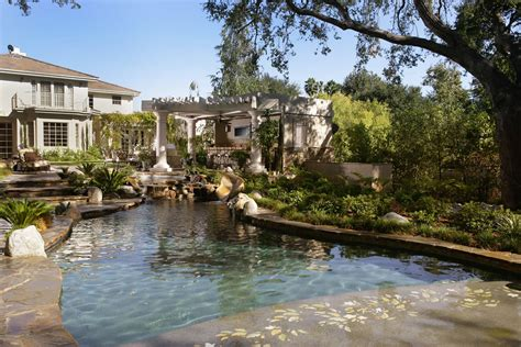 Outdoor Living Design By Huntington Pools Inc Southern La Canada Pool Design Installation Gallery By Huntington Pools Inc