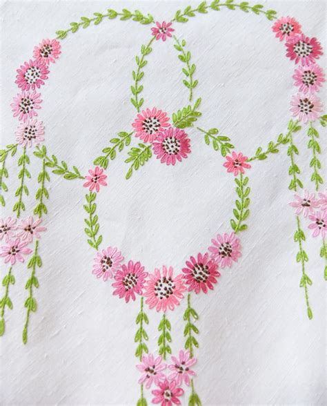 embroidery design for table cloth tablecloth designs embroidery www imgkid com the image