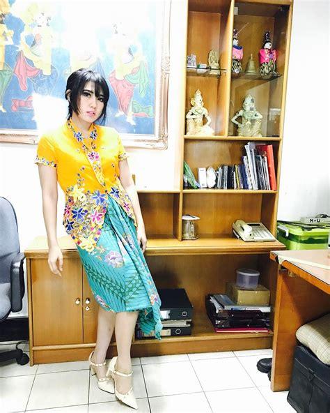 Dress Cut Batik Daun Nirwana Cewek Cantik 10 gaya kpop via vallen biduan dangdut yang lagi naik daun