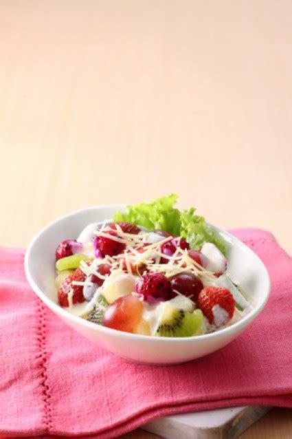 resep membuat salad buah segar resep dessert cara membuat salad buah saus yoghurt susu segar