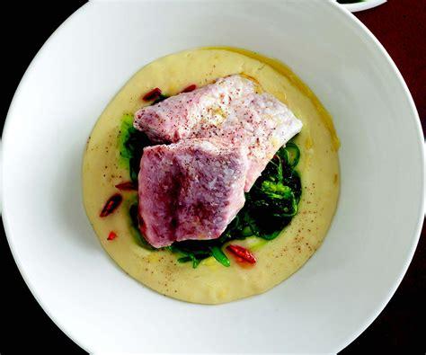 cucinare pesce san pietro ricetta pesce san pietro su vellutata di porri e alghe