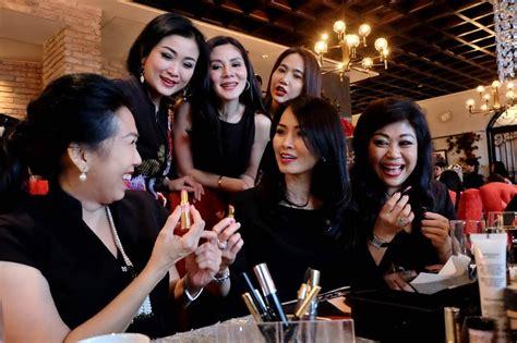 foto tutorial lipstik high tea with highend hadirkan tutorial tren teknik