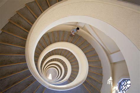 le treppenaufgang treppenhaus architektur aussen loopele