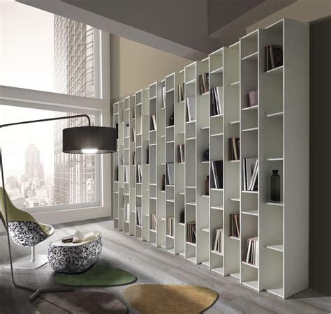 libreria a parete in legno libreria a parete in legno bianco libreria