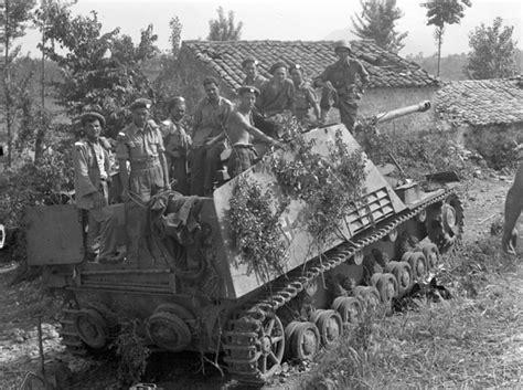 panzerjã ger on the battlefield world war two photobook series books sd kfz 164 nashorn