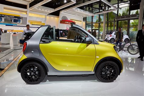 who makes a smart car smart fortwo cabrio arrives in frankfurt to make city