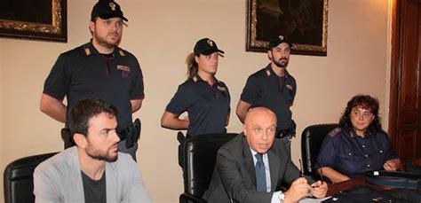 polizia di stato squadra volante nuove divise per la squadra volante della polizia di stato
