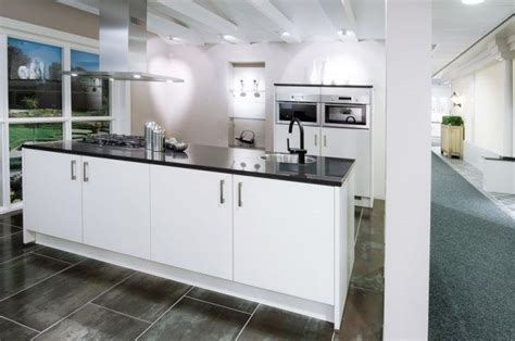 goedkoopste keuken showroomkeukens alle showroomkeuken aanbiedingen uit