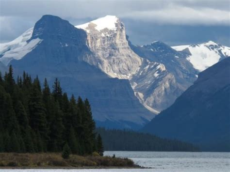 the canadian rockies a photographic tour books the scenic drive from jasper to maligne lake