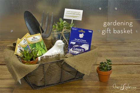 Gift Ideas For The Gardener Garden Lover S Gift Basket Pinlavie