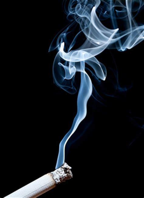 colorful cigarettes smoke malos tiempos para los fumadores carleso