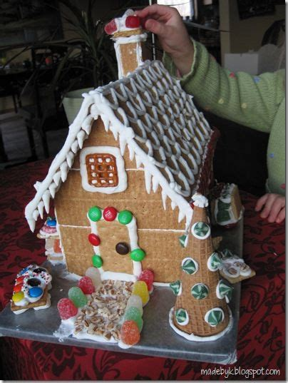 Gingerbread House With Graham Crackers by Graham Cracker Quot Gingerbread Quot House Food