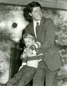 bill clinton s childhood daddy s girl from way back chelsea clinton posts rare