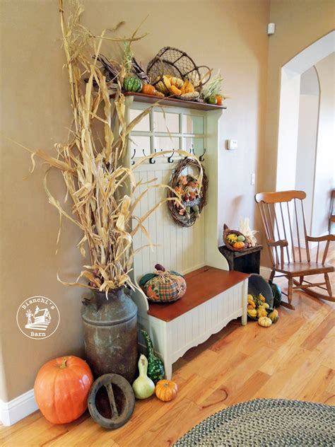 fall entryway decorating ideas using materials