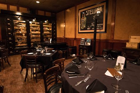the cigar room best lounge in dallas the cigar lounge at chamberlain s