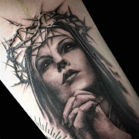 crown of thorns tattoo designs praying crown of thorns tattooed