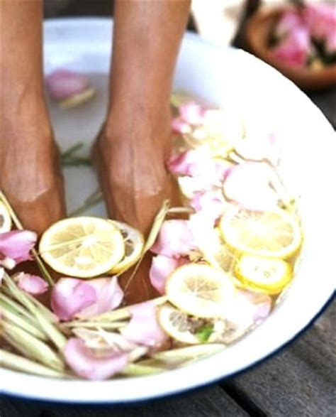 Soak Lemon Rind Detox by 17 Best Ideas About Foot Baths On Detox Bath