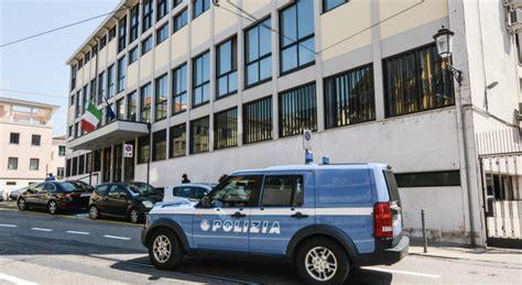 polizia permesso di soggiorno permessi di soggiorno mazzette dai cinesi indagati sette