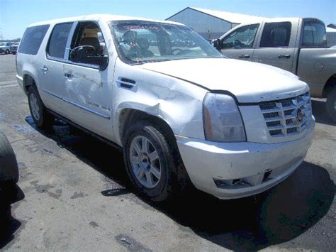 wrecked cars and trucks for sale benefit to buying repairable damaged salvage cars for