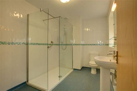 Hotels With Walk In Showers by Walk In Shower Picture Of The Claremont Hotel