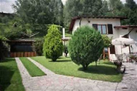 garage giardino giardino con garage e legnaia