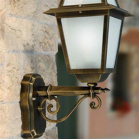 illuminazione per esterno a parete artemide lada lanterna a parete quadrata classica