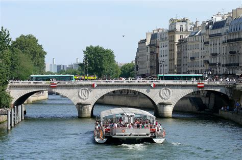 bateau mouche saint michel pont saint michel