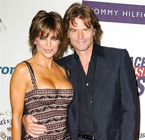what is the rumor with lisa rena husband lisa rinna rewears 10 year old dress poses with husband