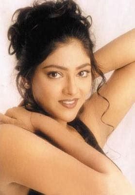 actress abhirami in jeans abhirami actress junglekey in image 150