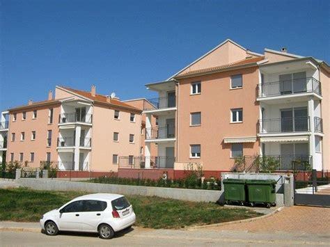 wohnung kaufen kroatien appartement mit balkon und meerblick istrien novigrad