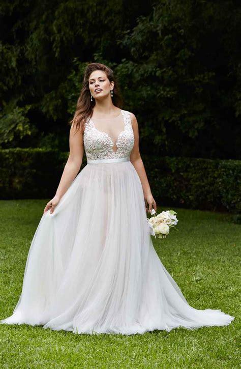 beach wedding dresses a complete guide
