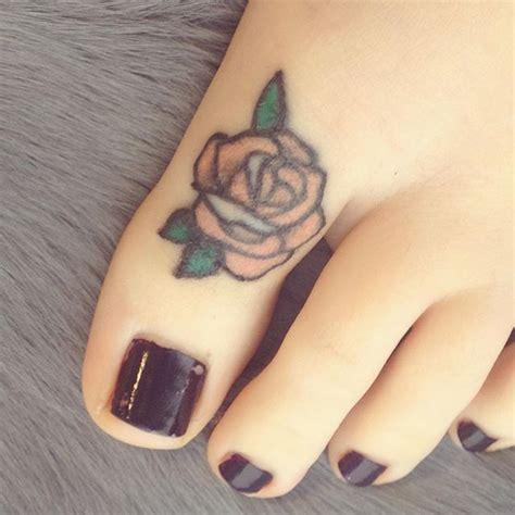finger tattoo swelling the 25 best toe tattoos ideas on pinterest finger
