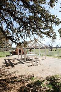 Chip Gaines Farm Joanna S Home The Magnolia Mom Joanna S Farmhouse