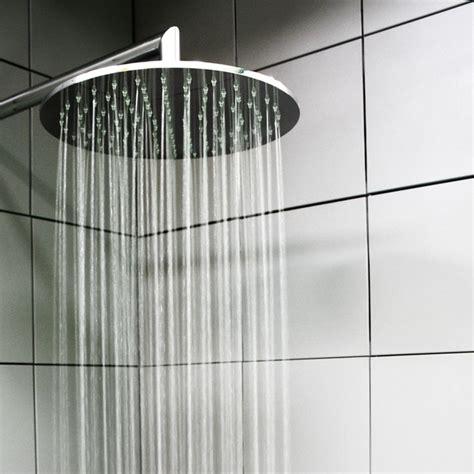 doccia su vasca da bagno oltre 1000 idee su vasca da bagno doccia su