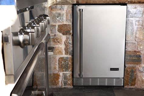 Outdoor Kitchen Refrigerator by Outdoor Kitchen Appliances Must Haves For Your Next