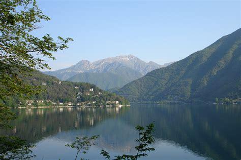 file lago di ledro clear water jpg file lago di ledro view on monte catria jpg wikimedia