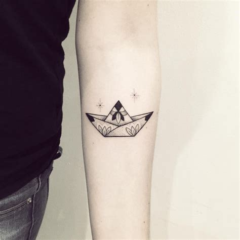 tattoo paper boat have you seen these mind blowing blackwork tattoos