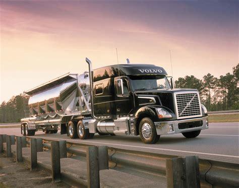 who makes volvo trucks volvo