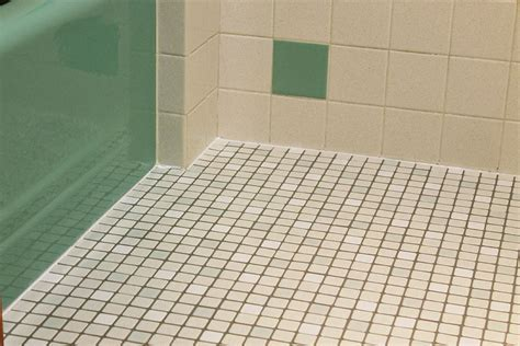 Kate's 1960s green bathroom remodel 'lite'   before and