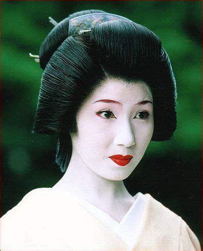 how to do geisha hairstyles typical geisha hairstyle geishas usually wear a simple