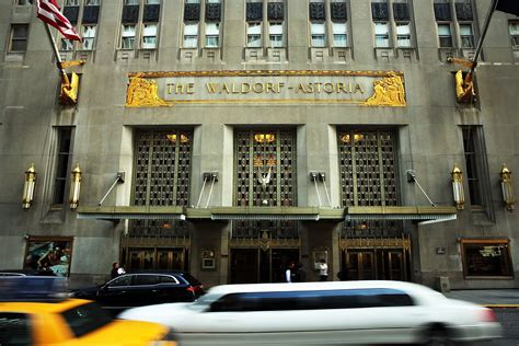 Trump S Apartment Pics by Waldorf Astoria New York To Close For Three Years