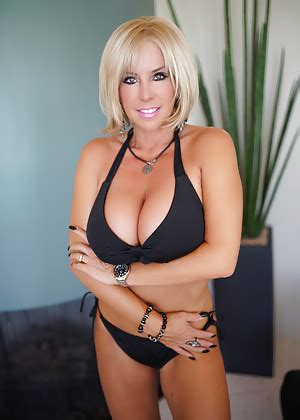 new large busted blonde milfs busty milfs free big tits porn hot soccer mom milf pics