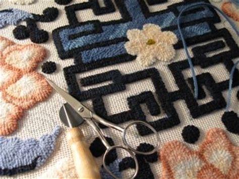 rug hooking tutorial 1000 images about rug hooking on locker hooking rugs and rag rugs