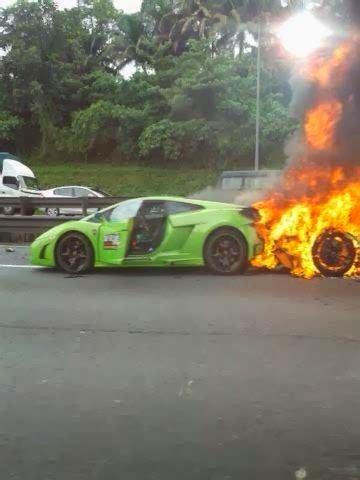 kereta mewah kopipesmedia gambar kemalangan kereta sport mewah