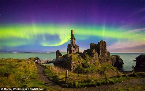 amazing light displays northern lights put on dazzling display in uk tonight