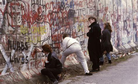 photographers collection  berlin wall graffiti