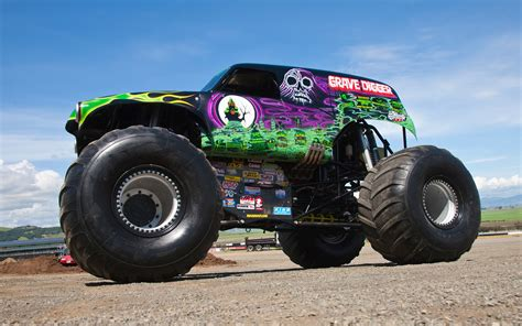 picture of grave digger monster truck going for a ride in grave digger video motor trend