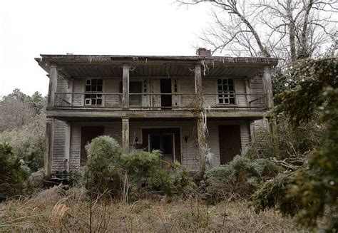haunted houses in nc these 15 creepy houses in north carolina could be haunted creepy houses and north