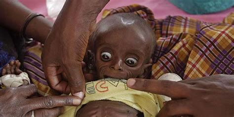 imagenes de niños que mueren de hambre francisco quot es un esc 225 ndalo que todav 237 a haya hambre en el